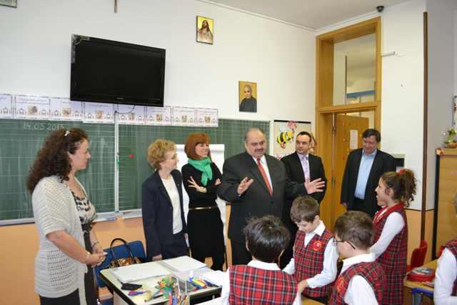 """""""Consilierul Superior al Ministerului Educatiei Nationale, Gheorghe Felea, în vizita la Liceul """"Don Orione"""" din Oradea"""","""