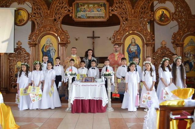 """Prima Împartasanie Solemna în Parohia """"Duminica tuturor Sfintilor"""" – """"Don Orione"""" din Oradea,"""