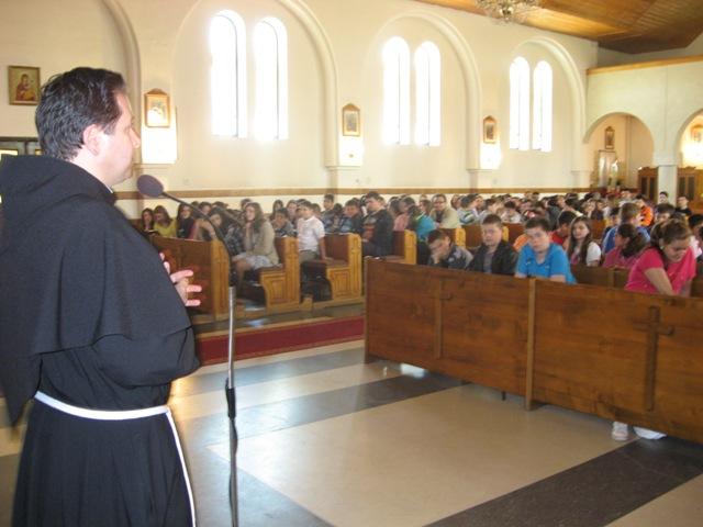"""Exercitii spirituale pentru elevii claselor V-VIII de la Liceului Greco-Catolic """"Iuliu Maniu"""" din Oradea,"""
