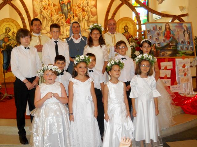 """Prima Sfânta  Împartasanie la Manastirea Franciscana """"Adormirea Maicii Domnului"""" din Oradea,"""