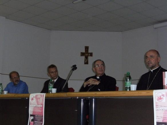 """Preasfintitul Virgil Bercea prezinta cartea """"Lanturi si teroare"""" în Parohia din San Donà di Piave (Italia),"""