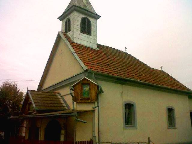 Comunicat de presa: Prima liturghie greco-catolica în biserica din Fizis dupa 65 de ani,