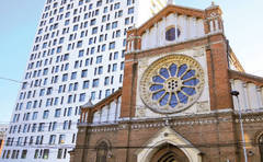 COMUNICAT DE PRESA: Episcopii catolici cer primarului capitalei sa înceapa desfiintarea Cathedral Plaza,