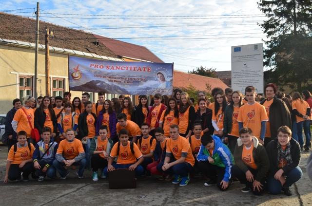 """Elevii Liceului Greco-Catolic """"Iuliu Maniu""""  participanti la Întâlnirea Eparhiala de la Simleu,"""