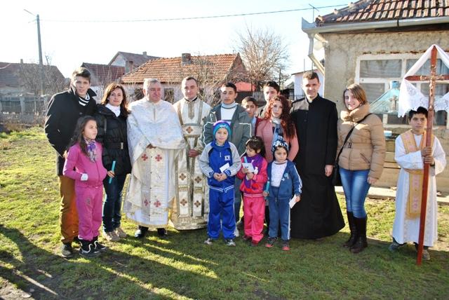 Sapte copii din Parohia  Poiana au primit Taina Sfântului Botez,