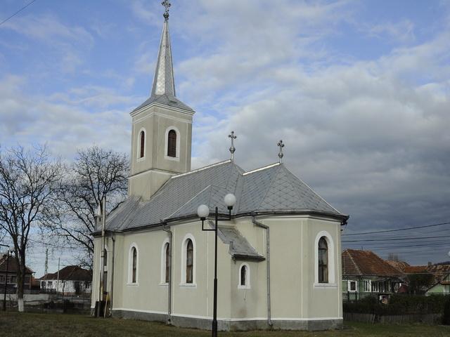 COMUNICAT DE PRESA: În biserica din Topa de Cris (jud. Bihor) s-a început slujirea alternativa a comunitatilor greco-catolica si ortodoxa,