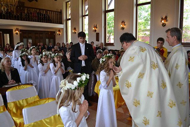 """""""Prima Împartasanie Solemna, în Parohia """"Duminica Tuturor Sfintilor"""" Don Orione, Oradea"""","""