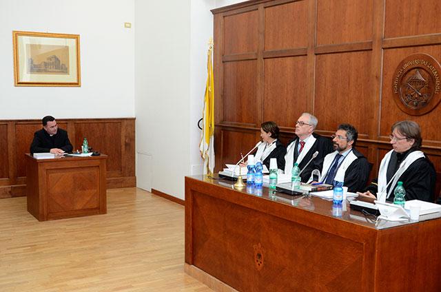 """""""Parintele Vasile Orghici, doctor la Universitatea Pontificala din Lateran cu distinctia: """"Summa cum laude"""""""","""