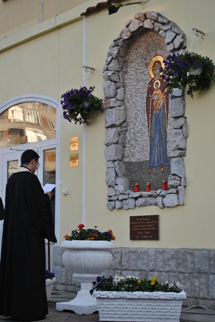 Programul devotiunilor în cinstea Maicii Domnului în luna mai – 2014 la grota din curtea Seminarului Teologic,
