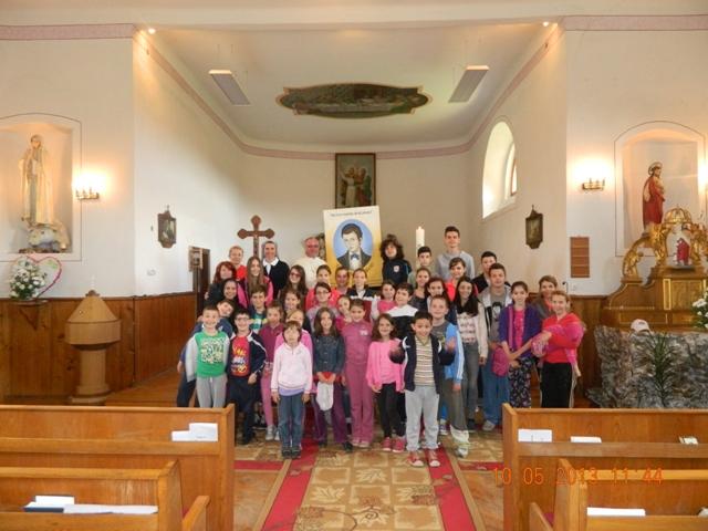 """Grupul de copii """"Dominic Savio"""" si-a serbat patronul spiritual la Sinteu,"""