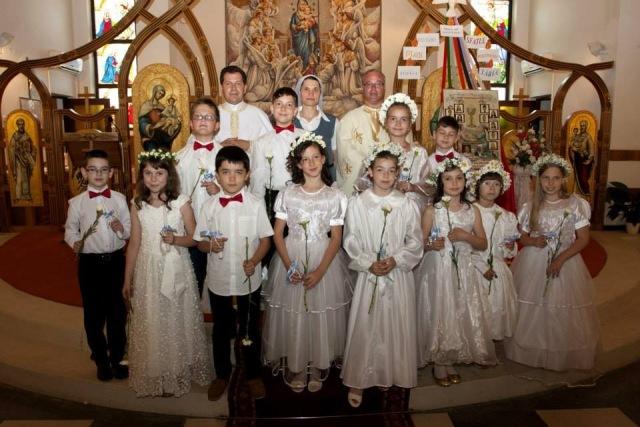 """Prima Sfânta Împartasanie la Manastirea Franciscana """"Maica Domnului"""" din Oradea,"""