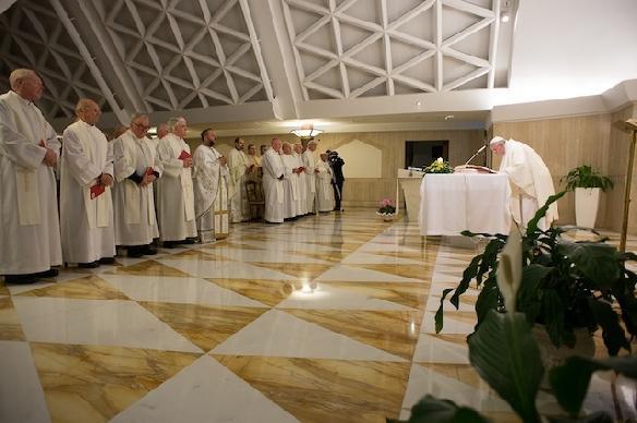 Preoti greco-catolici alaturi de Papa Francisc la Liturghia celebrata la Domus Sanctae Marthae,