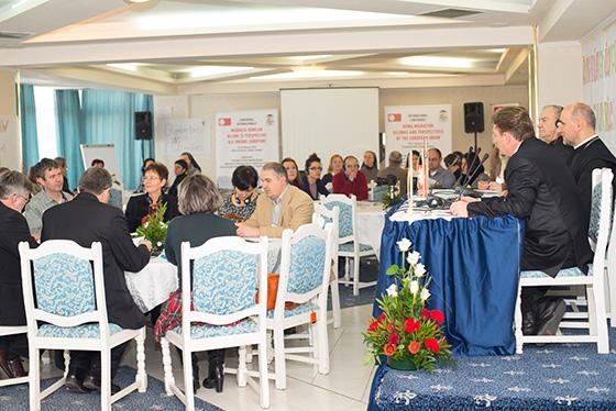 """""""Migratia romilor: dileme si perspective ale Uniunii Europene"""","""