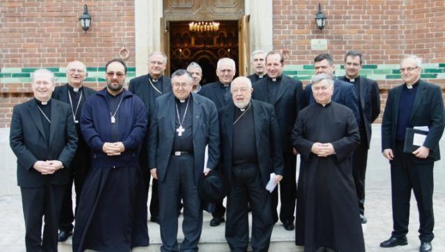 """Episcopi catolici din sud-estul Europei la Catedrala """"Sfântul Vasile cel Mare"""","""