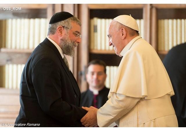 Papa: apropiere sufleteasca si întristare pentru moartea rabinului Toaff,