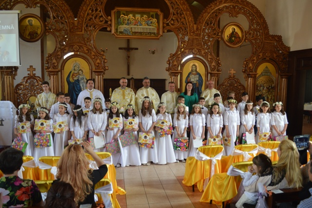 """""""Prima Împartasanie solemna în Parohia """"Duminica tuturor sfintilor""""– Don Orione,  Oradea"""","""