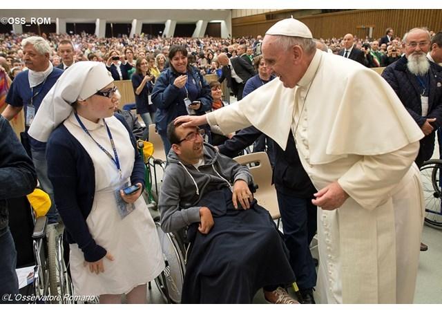 """Papa: astazi, problemele se depasesc prin solidaritate"","