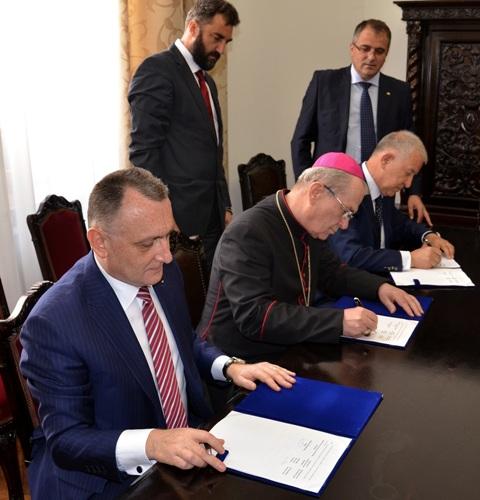 Comunicat: Biserica Catolica din România si Ministerul Educatiei si Cercetarii Stiintifice au semnat Protocolul cu privire la predarea religiei în scoala,