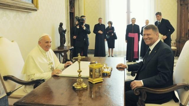 """""""Papa Francisc a primit vizita presedintelui Klaus Iohannis României, Klaus Iohannis, în vizita la Papa Francisc"""","""