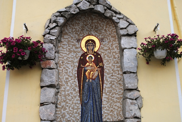 Luna Mai – luna Sfintei Fecioare celebrata la grota din curtea Seminarului Teologic,