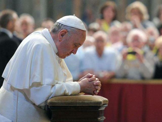 """""""Papa Francisc alaturi de poporul grec, invitând la rugaciune"""","""