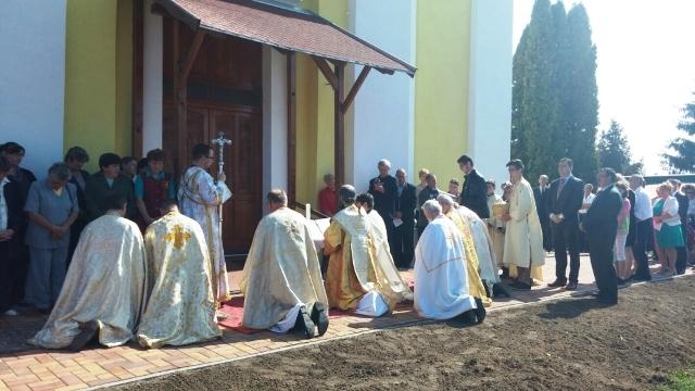 Sfintirea bisericii greco-catolice din Leta Mare,