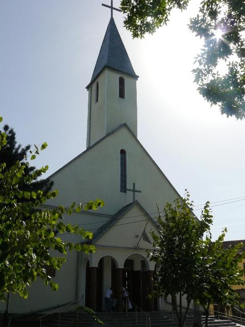 """Noapte de veghe la Biserica """"Sfintii Trei Ierarhi"""" din Beius,"""