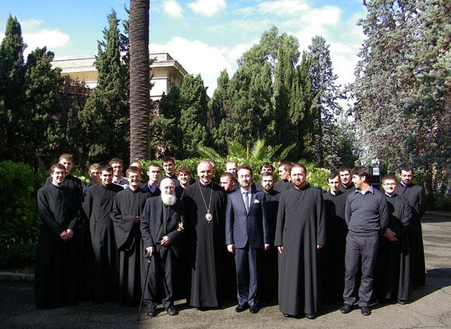 """Vizita la Colegiul """"Pio Romeno"""" a noului ambasador al României la Vatican. Lucrarile sinodale continua,"""