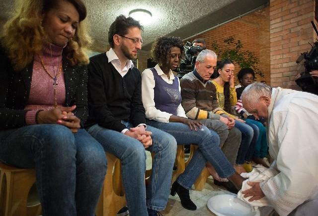 Papa Francisc: Spalarea picioarelor din Joia Mare nu se mai reduce la barbati,