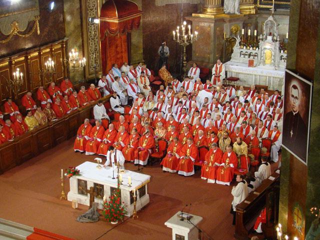 """""""Liturghia de beatificare a episcopului romano-catolic de Oradea, Bogdánffy Szilárd"""","""