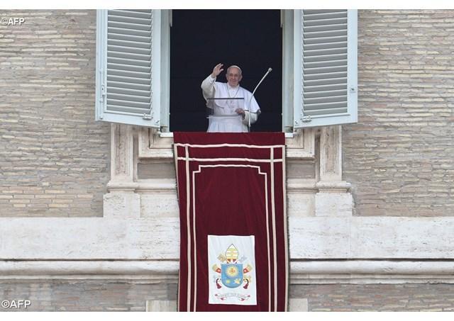 Angelus. Papa Francisc: Biserica reda demnitatea celor care au pacatuit,