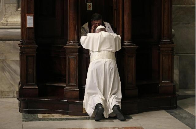 """""""Pacatul duce la orbirea spirituala, ispitirile încetoseaza inima: Papa Francisc"""","""