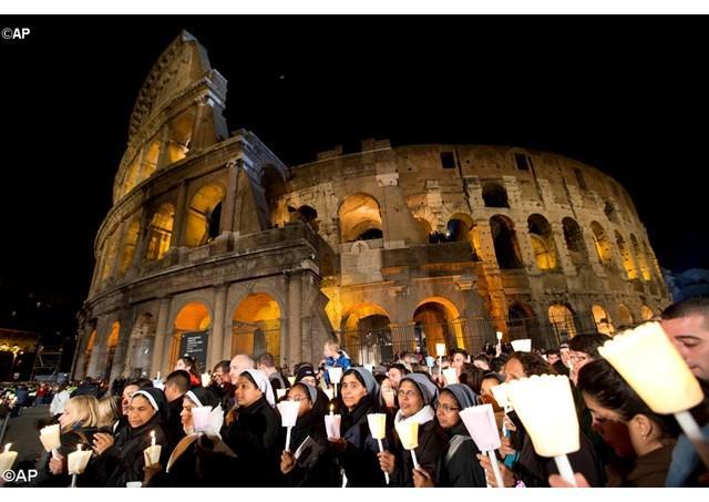 """""""Golgota, darul suprem al milostivirii divine: Via Crucis la Colosseum"""","""