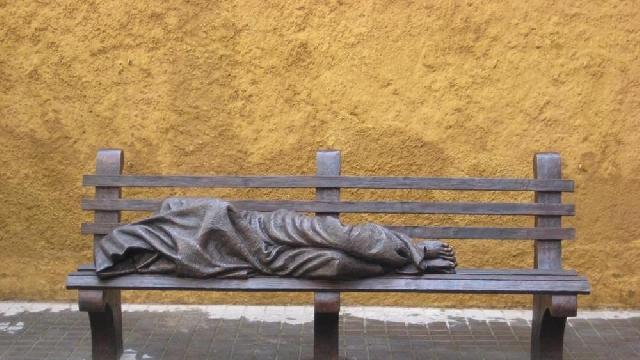 """O statuie a lui Isus """"fara adapost"""" în Vatican,"""