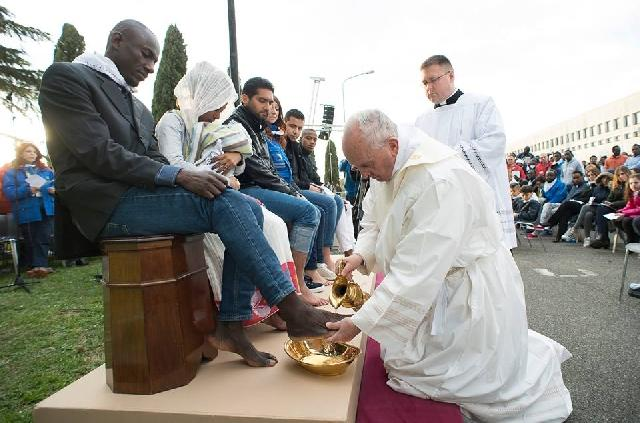 O Liturghie emotionanta pentru migranti cu Papa Francisc,