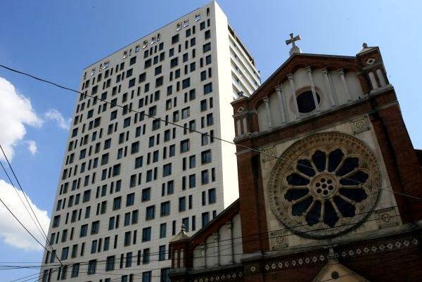 "Comunicat: Vaticanul considera Cathedral Plaza un ""monument al coruptiei"","