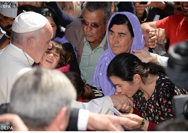 Papa Francisc multumeste locuitorilor din insula Lesbos,