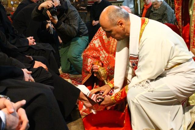 Ritualul spalarii picioarelor în Sfânta si Marea Joi,