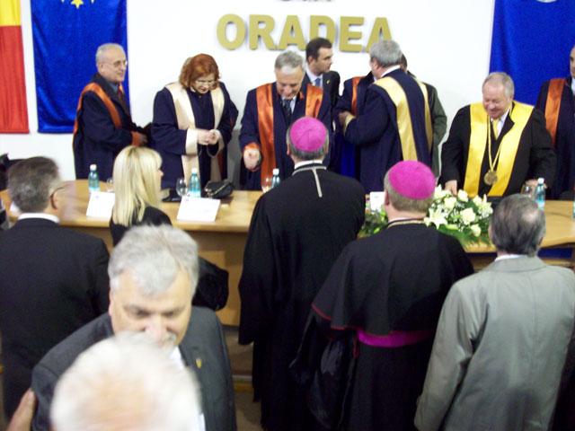 """""""Mugur Isarescu, Doctor Honoris Causa al Universitatii din Oradea"""","""