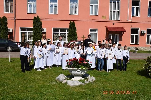 Prima Sfânta Împartasanie a copiilor din clasa a III-a B,