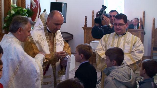 Liturghie arhiereasca la Ardud la împlinirea a 10 ani de la sfintirea noii biserici,