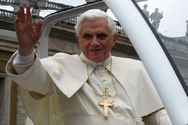 Papa Benedict sarbatoreste 65 de ani de preotie,