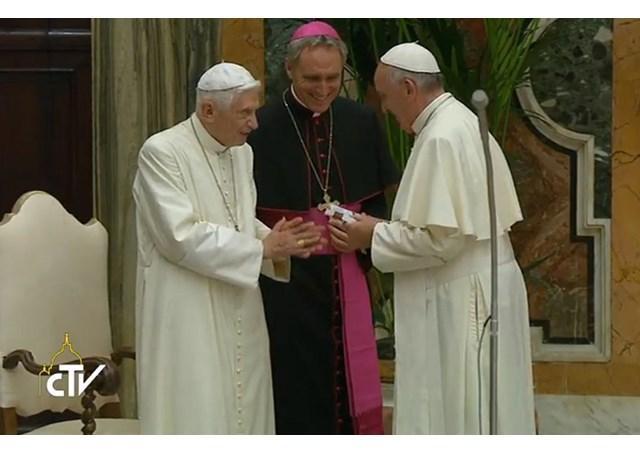 """""""Contribuiti cu forta si întelepciune la cresterea Bisericii: Papa, lui Benedict al XVI-lea"""","""