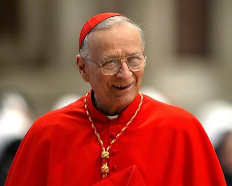 """""""A trecut la Casa Tatalui cardinalul Piovanelli, """"fidel slujitor si excelent pastor"""""""","""