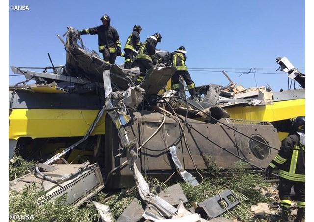 Papa Francisc se roaga pentru victimele dezastrului feroviar din Puglia,