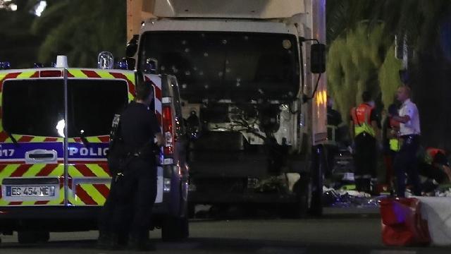 Un nou atac terorist în Franta: peste 80 de morti si 150 de raniti,