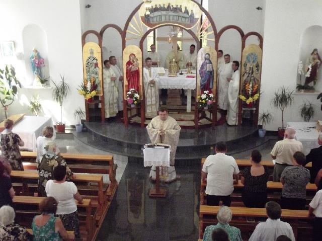 Comuniune spirituala festiva la Stei,