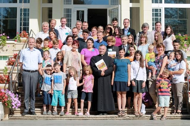 """""""Simpozion dedicat familiei, """"semnul milostivirii lui Dumnezeu pentru lume si pentru Biserica"""""""","""