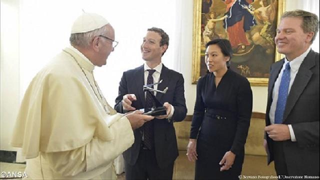 """""""Mark Zuckerberg de la Facebook, în vizita la Papa Francisc"""","""