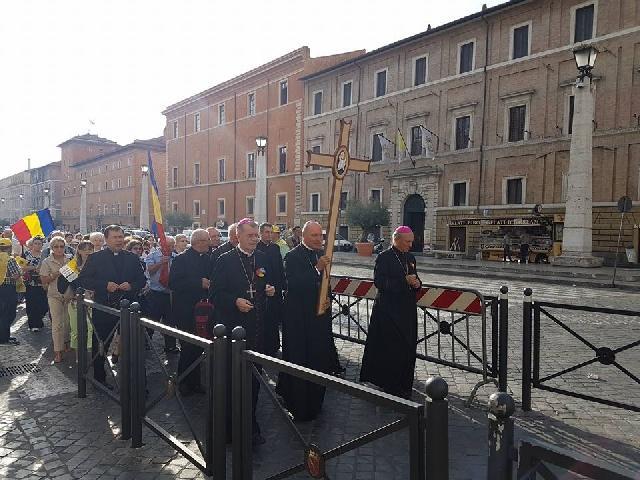 """Pelerinajul Episcopiei Greco-Catolice, de Oradea la Roma"","